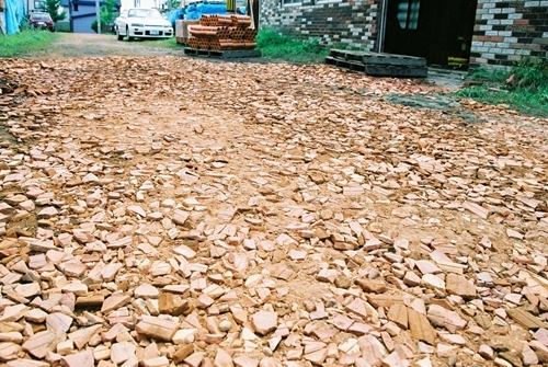 $リノベーションで心豊かな北海道の暮らしを実現したい!-煉瓦の砕石