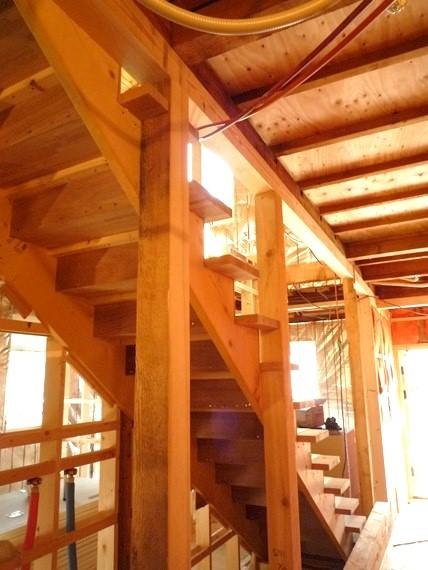 $リノベーションで北海道の豊かな暮らし-札幌リノベーション住宅、緩やかな階段