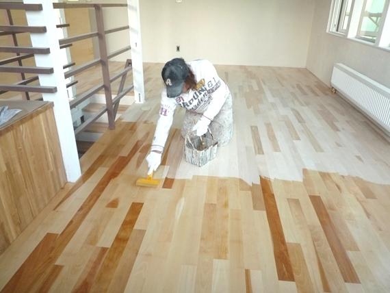 $リノベーションで北海道の豊かな暮らし-札幌リノベーション住宅、無垢床の塗装
