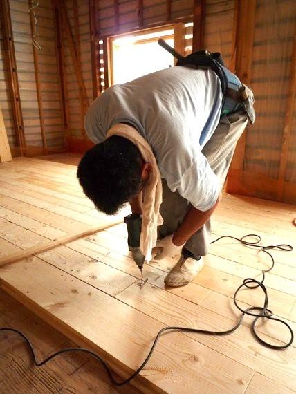 リノベーションで北海道の豊かな暮らし-江別リノベーション住宅、ツーバイ材の床