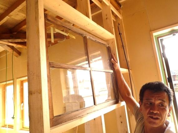 $リノベーションで北海道の豊かな暮らし-江別リノベーション住宅、アンティークな窓