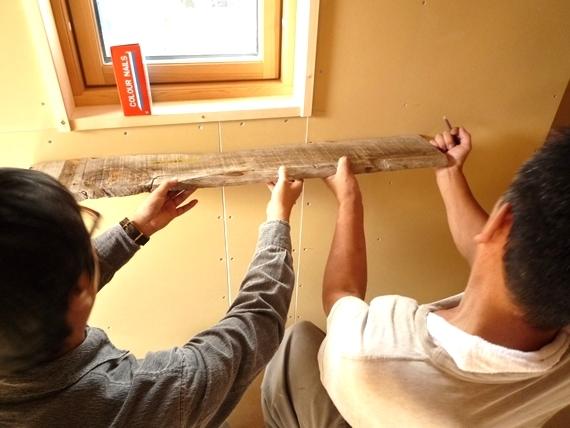 $リノベーションで北海道の豊かな暮らし-江別リノベーション住宅、古木の棚