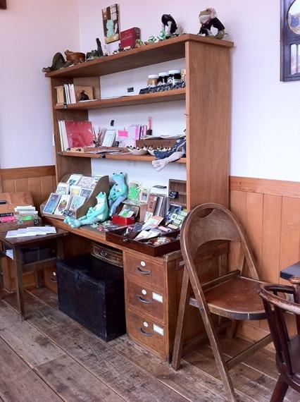 リノベーションで北海道の豊かな暮らし-カエルヤ珈琲店、札幌、カエルグッズ