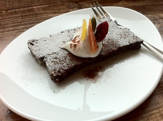 リノベーションで北海道の豊かな暮らし-カエルヤ珈琲店、札幌、ケーキ