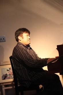 リノベーションで北海道の豊かな暮らし-ピアニスト板谷大さん、公園が庭の家Honeyライブ