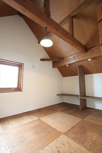 リノベーションで北海道の豊かな暮らし-土間と薪ストーブの家